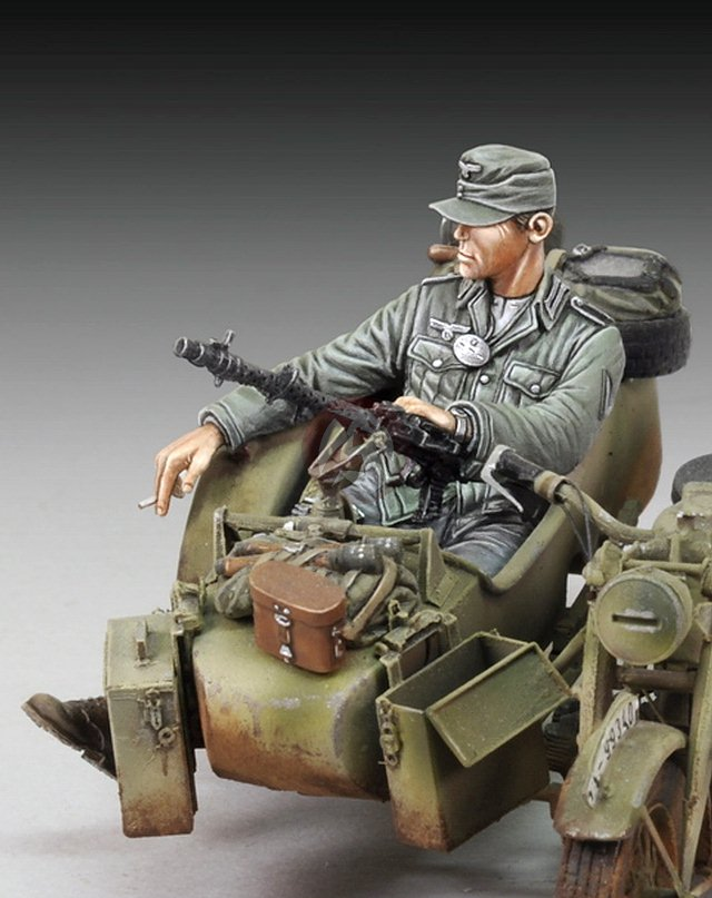 royal model 1 35 cigarette break german infantry sitting. Black Bedroom Furniture Sets. Home Design Ideas