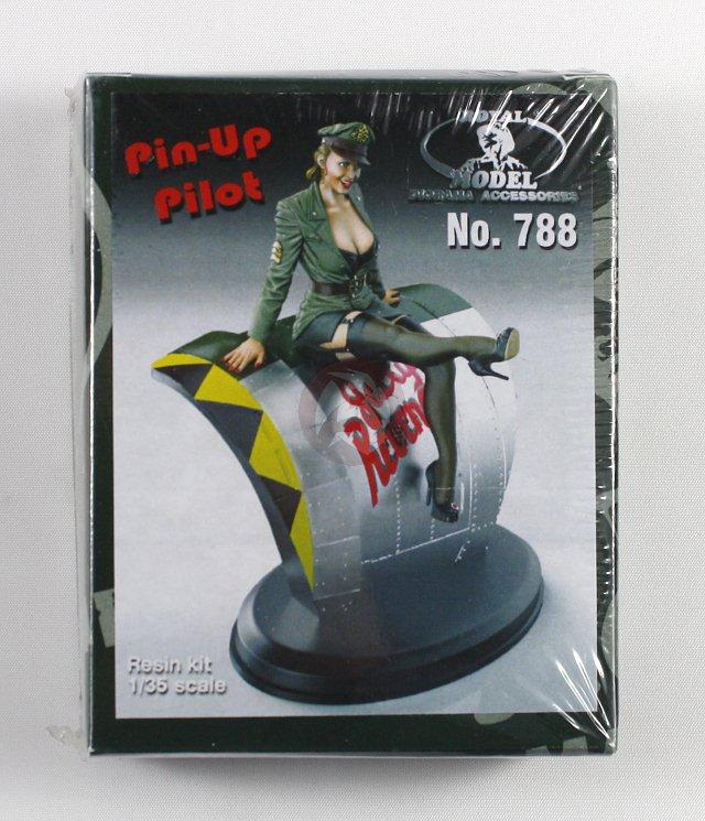 Peddinghaus Industry Singapore: Royal Model 1/35 Pin-Up Girl In Pilot Uniform Sitting On